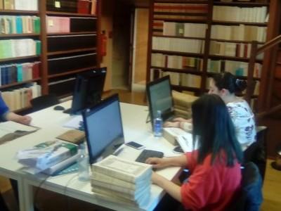 En la actualidad están realizando sus prácticas de grado estudiantes de historia e historia del arte en la Biblioteca Provincial